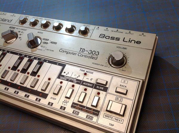 Repair Roland TB-303 Analog Synthesizer