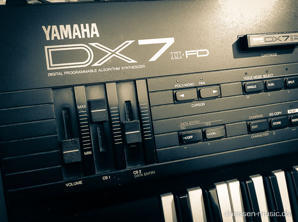 Repair Yamaha DX7 II FD Digital Synthesizer Reparatur Service