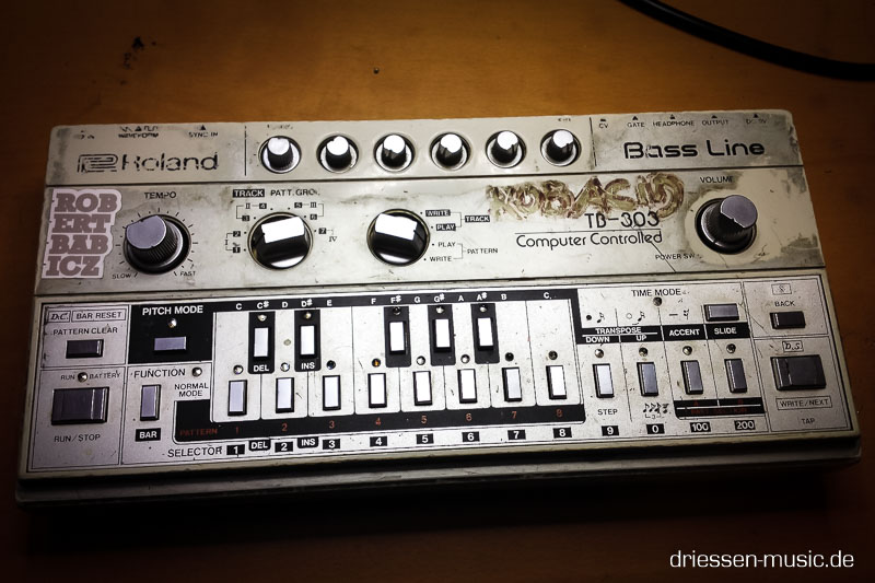 Roland TB-303 Vintage Analog Synthesizer Reparatur Service