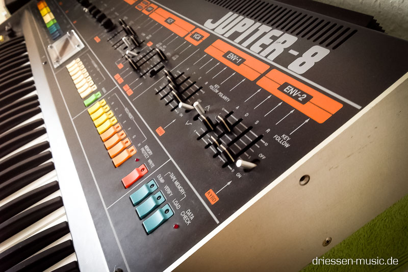 Roland Jupiter 8 Synthesizer Reparatur Service