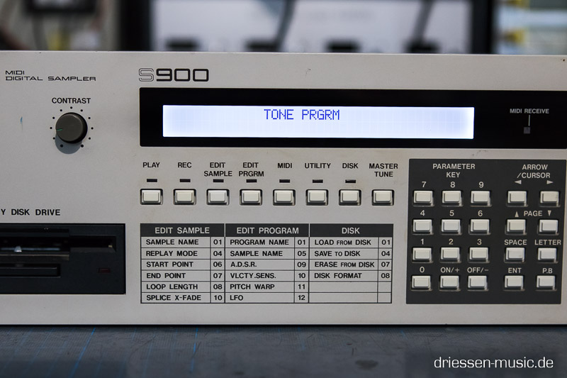 Akai S900 with a new LCD Display.