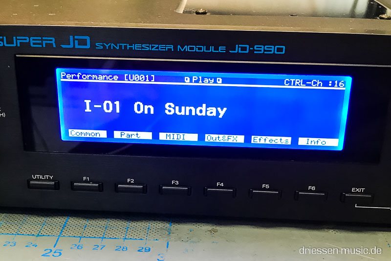 Roland JD-990 with a new LCD Display.
